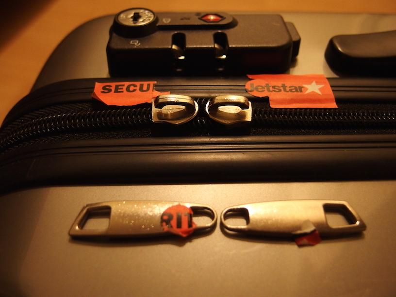 ジェットスターでロストバゲージしたらスーツケースの鍵が壊れてた