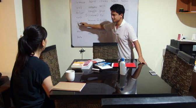 フィリピン留学では毎晩単語の暗記をしてます。単語道場です。