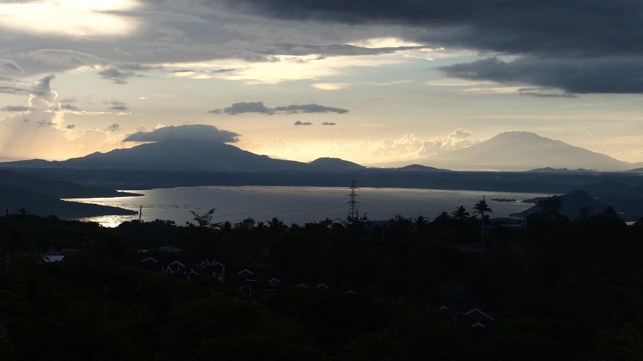 タガイタイ観光で有名なタール湖