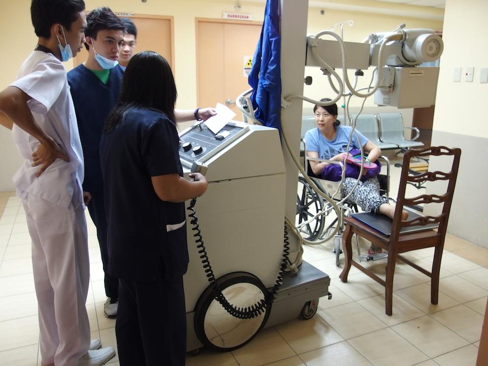フィリピン タガイタイの病院でレントゲン