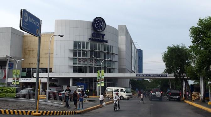 フィリピンの巨大ショッピングモールのSMパラパラで気分転換