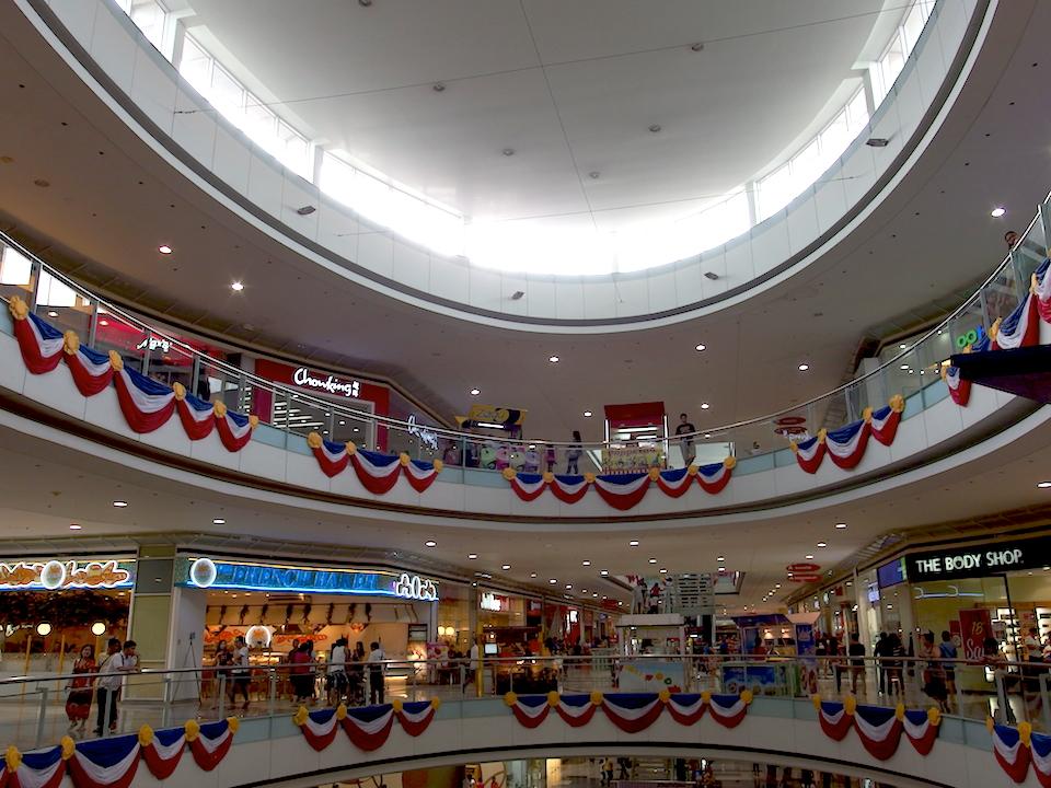 フィリピンのショッピングモール SMパラパラ