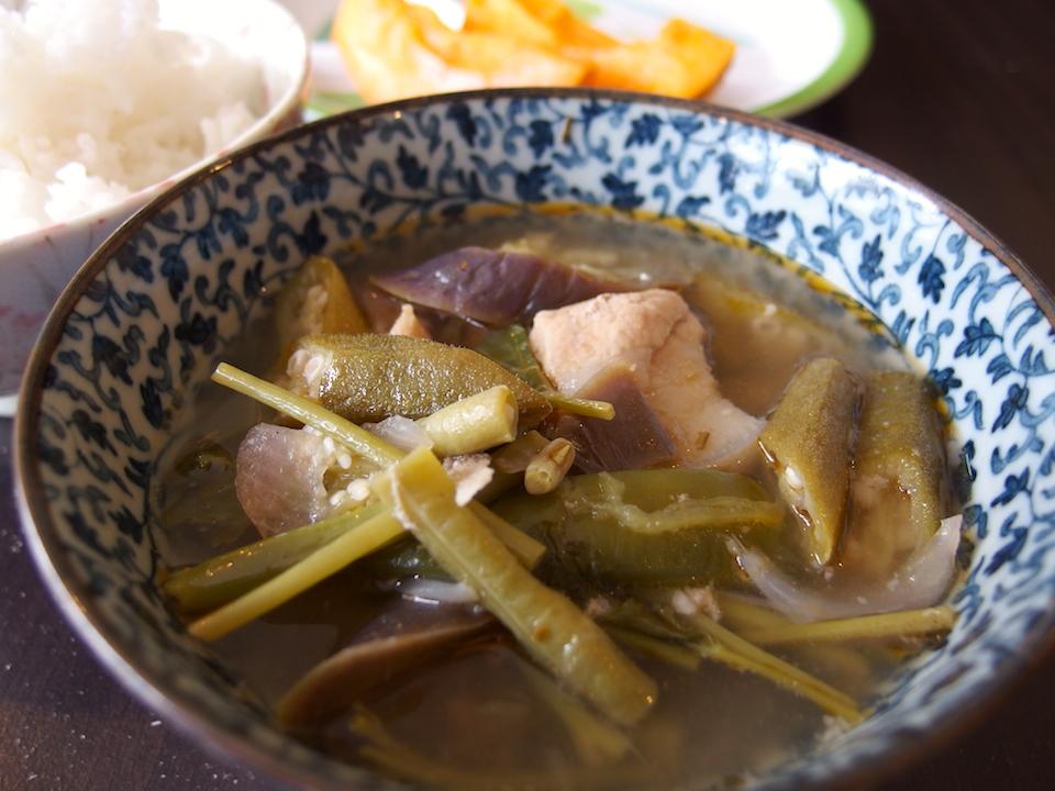 フィリピン料理シニガンスープ