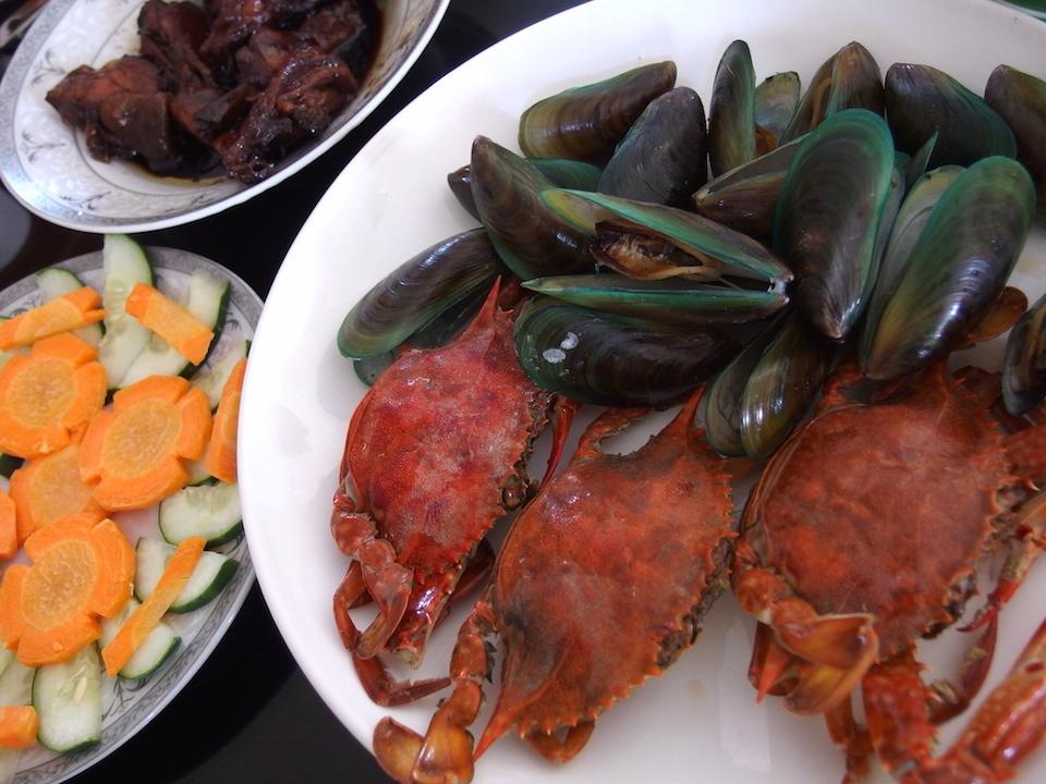 番外料理 カニとムール貝の料理