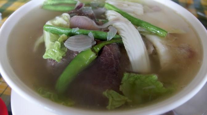 タガイタイ名物の牛肉スープ「ブラロ」はめっちゃくちゃ美味しい