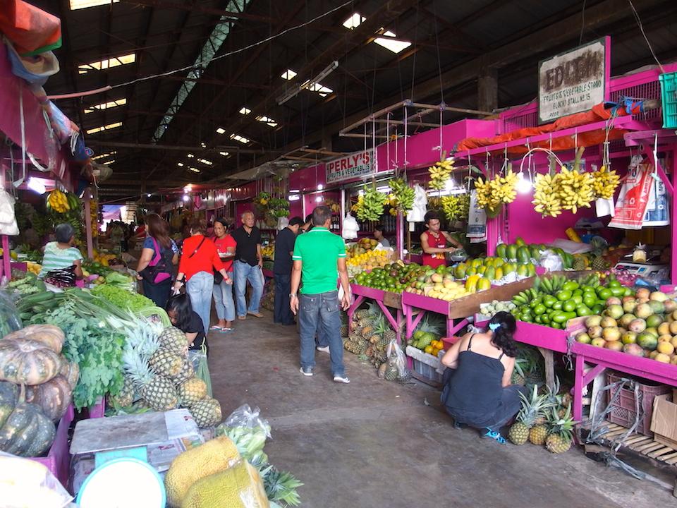 マホガニーマーケットの野菜市場